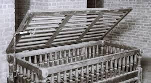 Restraint in a utica crib