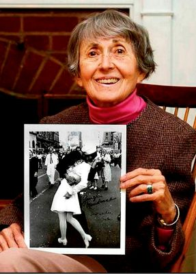 The woman on one of America's most famous photos has died