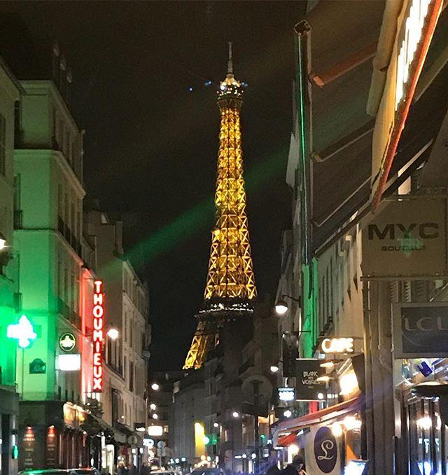 Second Home 😍 #scalaprien #paris #parisfashionweek #pfw #fashion #backagain #work #parisbynight #toureiffel