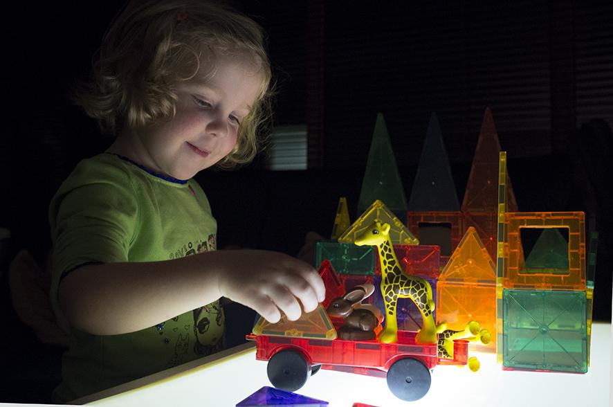 Playmags bovenop de lichtbak