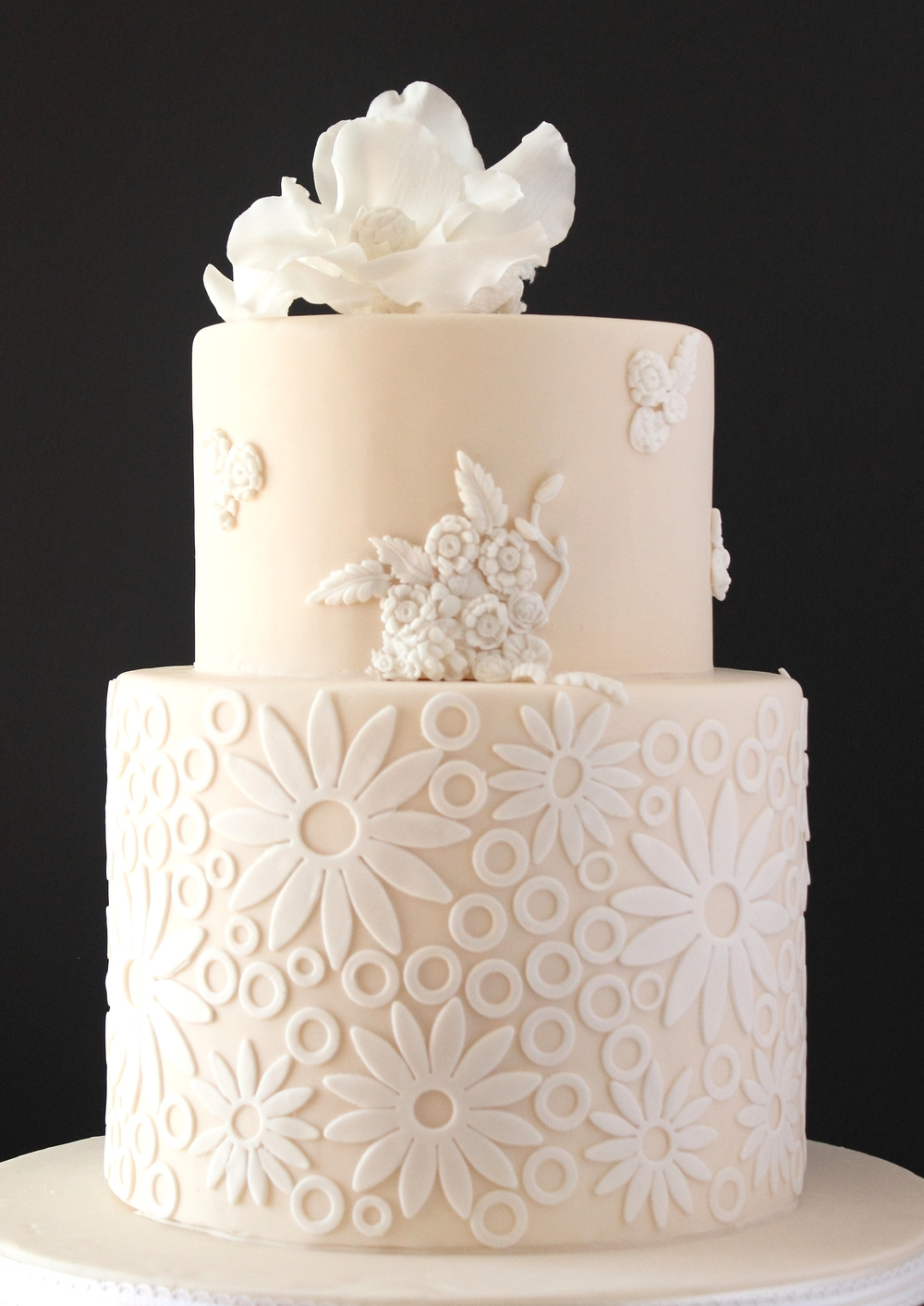 Lace inspired_wedding cake.JPG