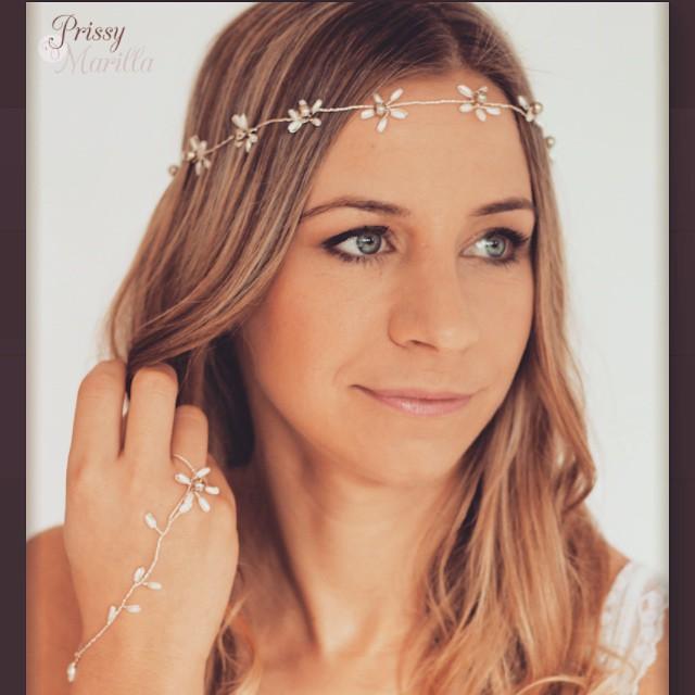 Daisy Meadow Halo, by Prissy Marilla. #wedding #weddingjewellery #bridaljewellery #bridetobe Contact Prissy Marilla at www.prissymarilla.com info@prissymarilla.com