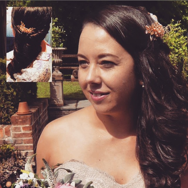 Congratulations to our Prissy Marilla Bride Helen Plowman wearing a bespoke rose gold leaf #honeycomb #justmarried #weddingjewellery #bride