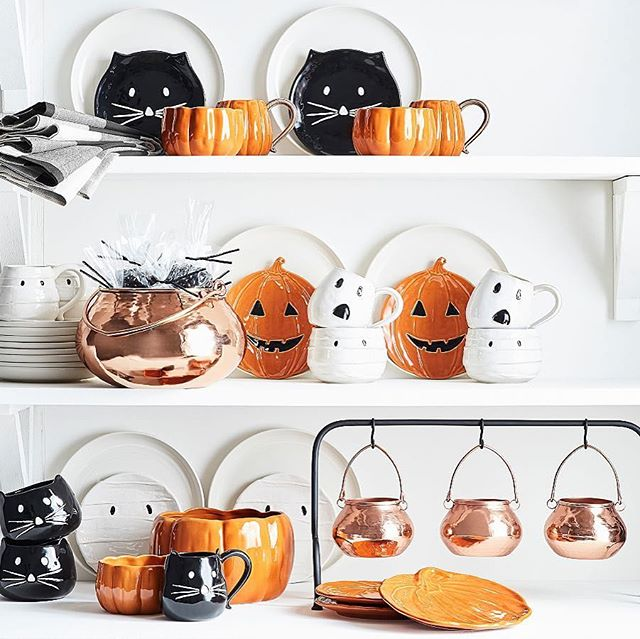 I want everything from this year's @potterybarn Halloween collection 🎃👻 #halloween #potterybarn #coppercauldron #blackcats #ghosts #spooky #favoriteholiday #thisishalloween #pumpkins #jackolanterns