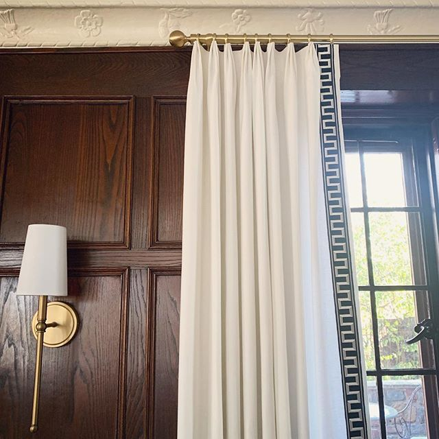 Today's install of these gorgeous white panels with classic black and white @schumacher1889 Greek key trim. The wood paneling, crown moulding and windows are all original to the home 😍 #kristinashleyinteriors #schustagram #schumacher #greekkey #greekkeytrim #blackandwhite #classicdesign #classicdecor #woodpaneling #wainscoting #architecture #interiorsdesign