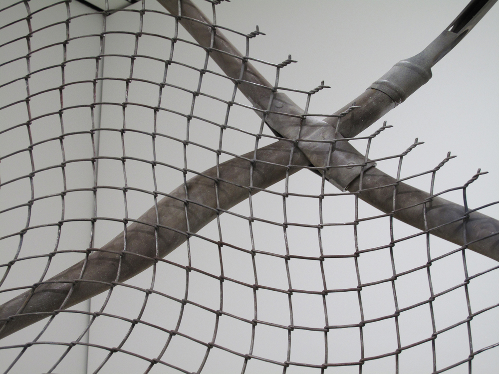 chain-link fence  (torn), detail
