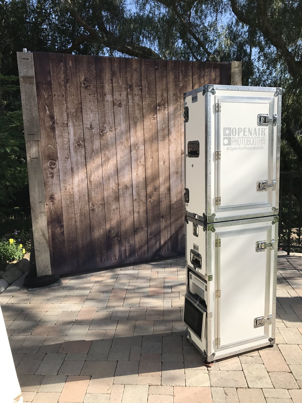 Photo Booth (5 hours) - $750 (tap for backdrop)