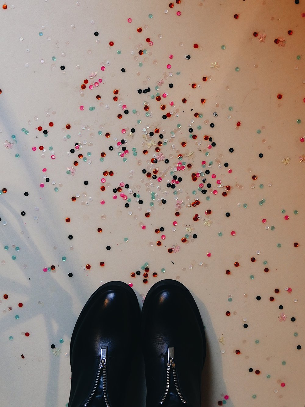 confettis on the floor
