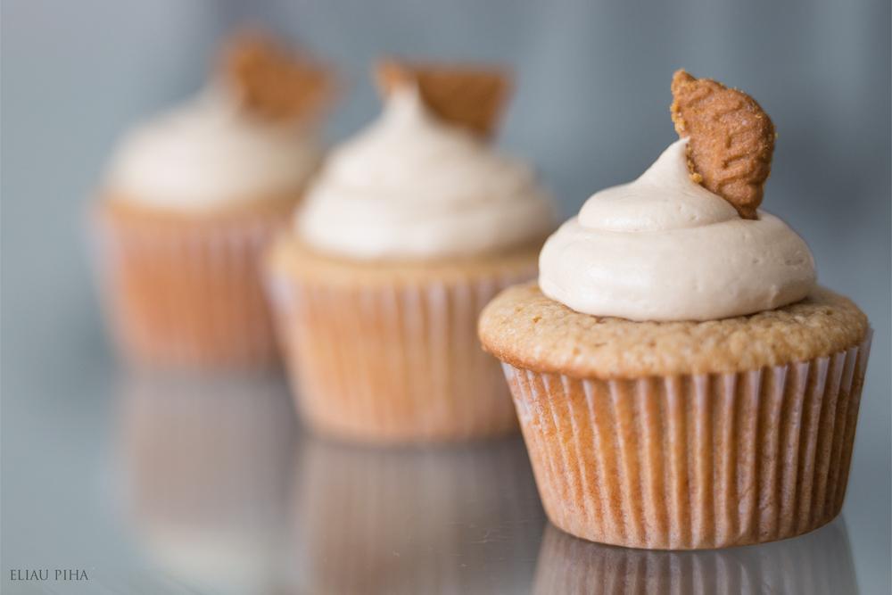 lotus cupcake.jpg