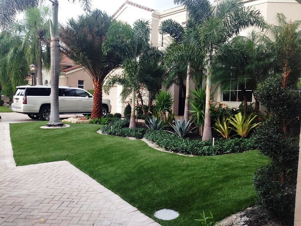 A beautiful Florida home with synthetic grass.