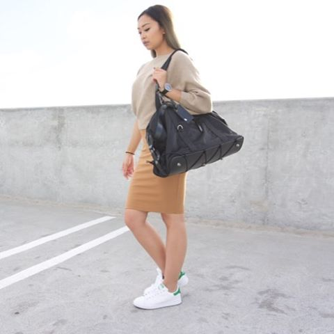 👀Spotted: @_modernfit pairing neutrals with our sleek and chic Tom bag 🙌🏽🙌🏽😍 #athleisure #minimalstyle #gymbag #multifunctional