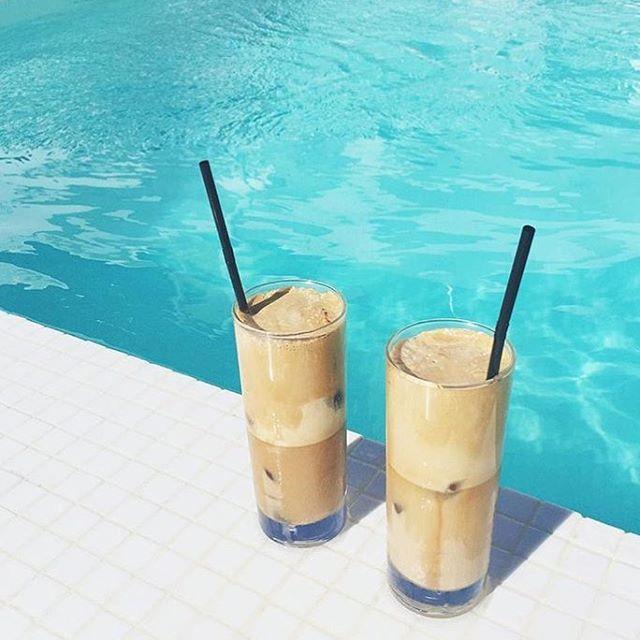 Current mood: 🍹🍹👙 via @annawithlove #summertime #poolside #mood