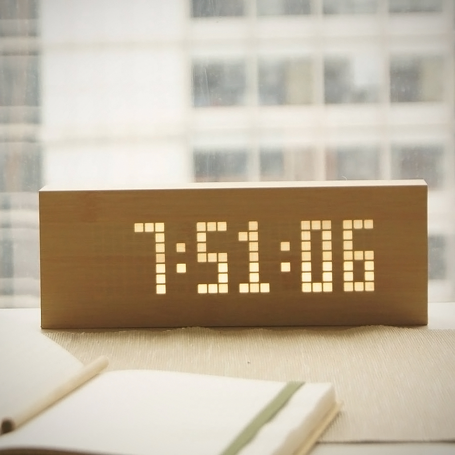 oak-wood-led-message-clock.jpg