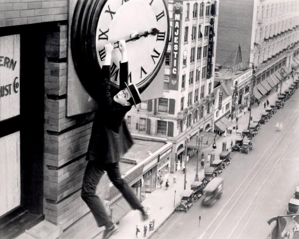 78-ModernTimes-harold-lloyd-safety-last-clock-1024x819.jpg
