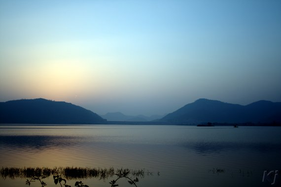 man-sagar-lake-at-sunrise.jpg
