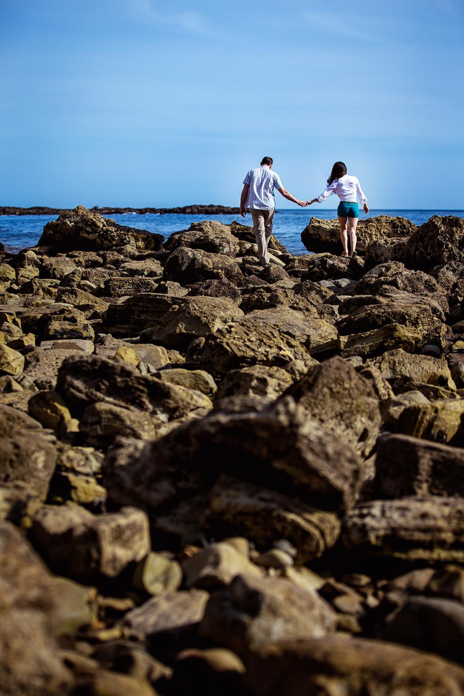 Beach-engagement-photo_fun_natural_candid_01.JPG