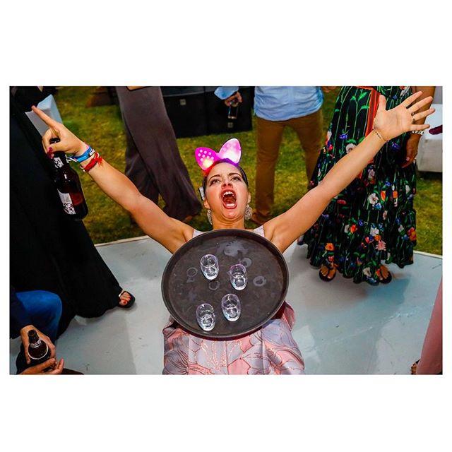 YESSSSSSSSSSS @pabito2!!!! 🎀 #weddingphotojournalism#hellyeah#partytime#bodadestino#penziweddings#bestsister#bestdayever#mexicowedding#goodvibesonly#weddingfun#fujifeed