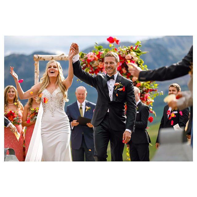 Yayyyyy! 🎉 Cici & Mason 🎊#justmarried #weddingphotojournalism #brideandgroom (working with @brettbutterstein)