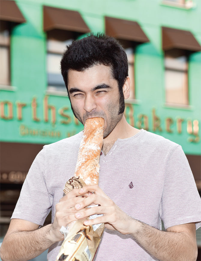 Man-swallowing-baguette