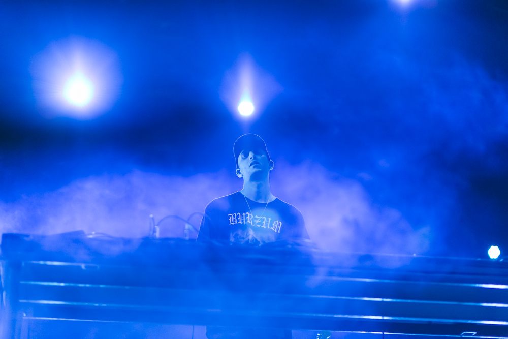 SHLOMO PERFORMS AT THE 2015 FYF FESTIVAL IN LOS ANGELES. / PHOTO © KAYLA REEFER, SUSPEND MAGAZINE