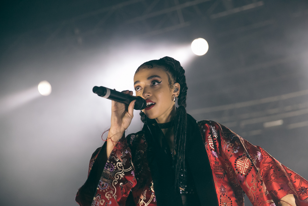 FKA TWIGS PERFORMS AT THE 2015 FYF FESTIVAL IN LOS ANGELES. / PHOTO © KAYLA REEFER, SUSPEND MAGAZINE
