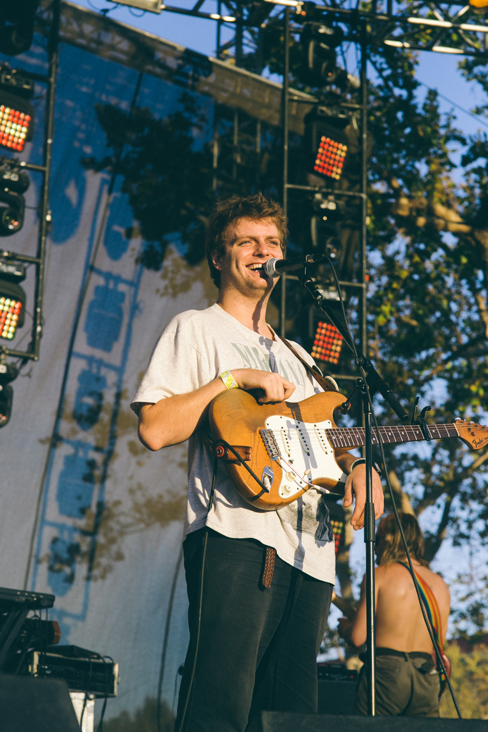 MAC DEMARCO PERFORMS AT THE 2015 FYF FESTIVAL IN LOS ANGELES. / PHOTO © KAYLA REEFER, SUSPEND MAGAZINE
