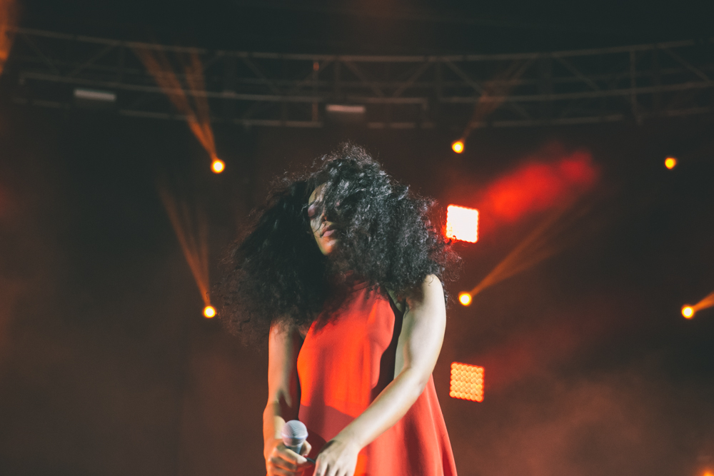 SOLANGE PERFORMS AT THE 2015 FYF FESTIVAL IN LOS ANGELES. / PHOTO © KAYLA REEFER, SUSPEND MAGAZINE