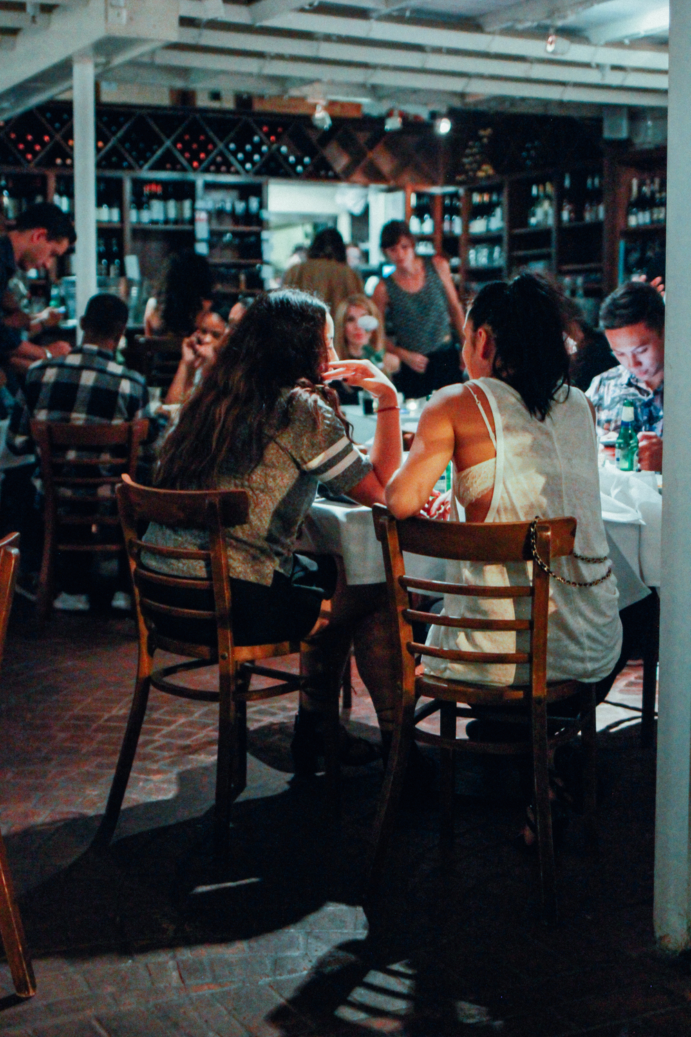 "Guests having dinner during ""SUSPEND REVISITED"" at Mauro's Cafe at Fred Segal on Aug 20. / Photo: © Emil Ravelo"