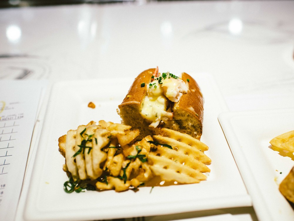 Lobster Roll at Izzy's in Miami Beach for the first ever #GirlTalk. / Photo: © Diane Abapo for SUSPEND Magazine.
