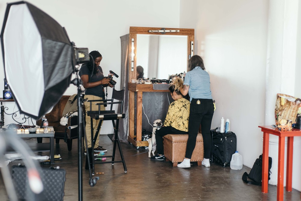 BTS with Miss Lawn at her ISSUE 06 SUSPEND Magazine cover photoshoot. / Photo: © Diane Abapo for SUSPEND Magazine.