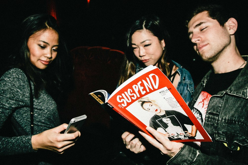 Guests reading ISSUE 06 at the ISSUE 06 Release Party x 10YR HLZBLZ Anniversary (Feb 11) at Globe Theater. / Photo: © Jonathan Tate for SUSPEND Magazine.