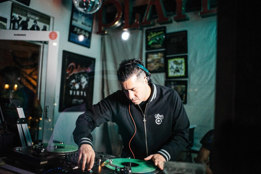 "ASIF ""Transit Transmission"" Sighting Exhibition at Delicious Pizza  by Rich Cofinco (Jube 25). Pictured: DJ Melo-D of Beat Junkies. / Photo: © Diane Abapo for SUSPEND Magazine"