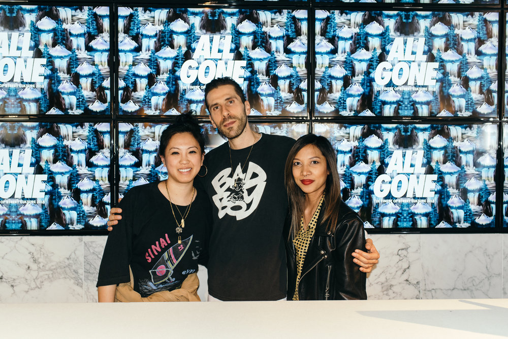 """All Gone"" book signing at GR8 Tokyo (March 29) with SUSPEND. / Photo: © Leslie Corpuz for SUSPEND Magazine"