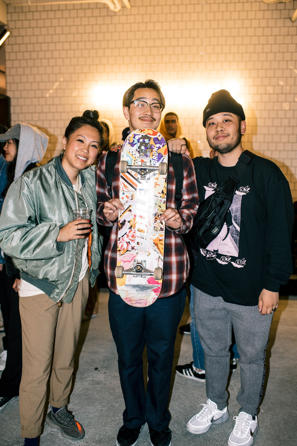 "With Hakase (middle) of Mortar Tokyo at ""Across the Street"" SUSPEND Magazine photo show (April 5) at Pizza Slice 2 in Tokyo. / Photo © SUSPENDMAG.COM"