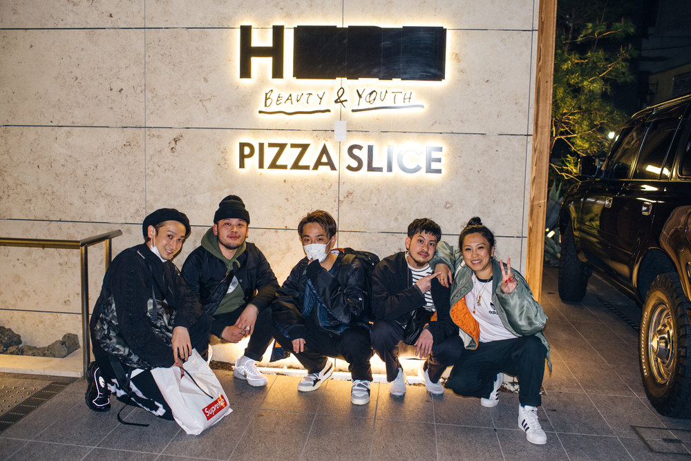 "Monkey Time Japan team at ""Across the Street"" SUSPEND Magazine photo show (April 5) at Pizza Slice 2 in Tokyo. / Photo © SUSPENDMAG.COM"