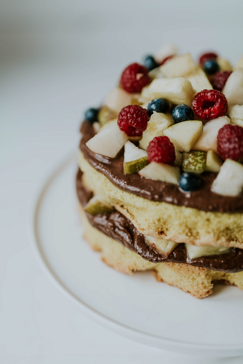almond-cake-with-avocado-chocolate-mousse