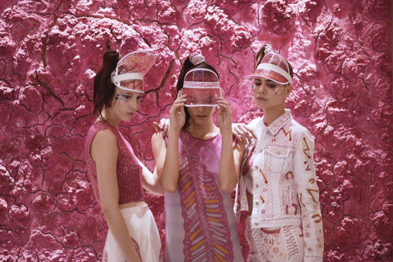 zandra-rhodes-hunger-editorial-1-resized-784x523.jpeg