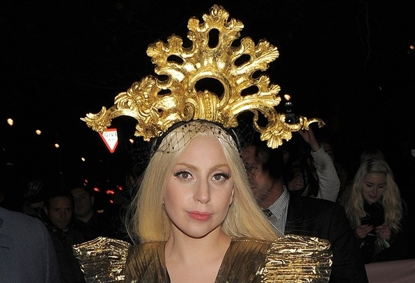 Lady-Gaga-Gold-Headpiece.jpg