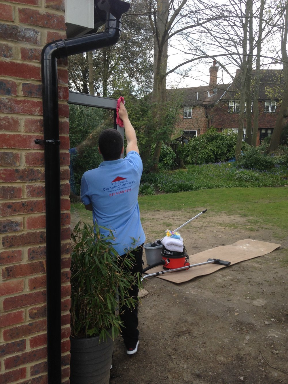 door frame cleaning for move out in London.jpg