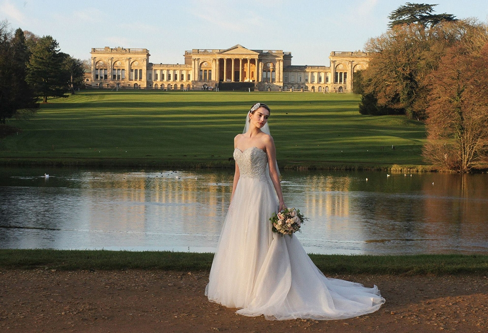 White winter wedding shoot at Stowe House, Bucks