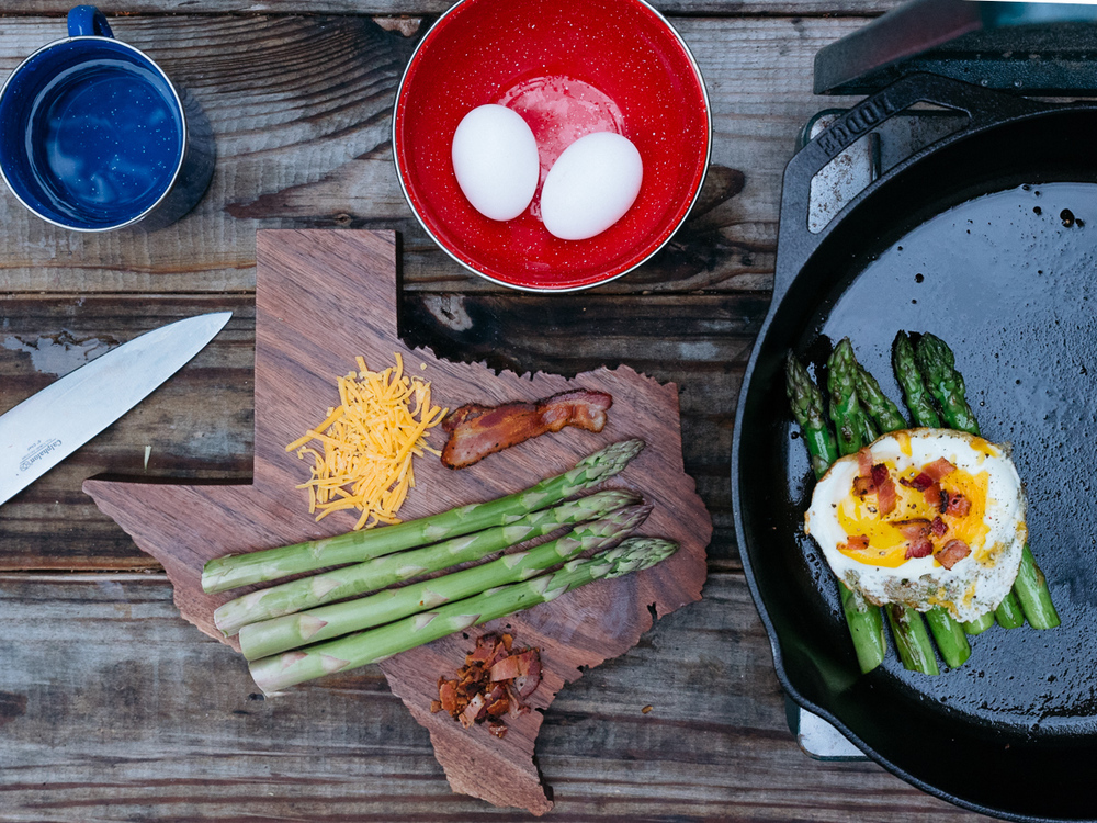 camp cookery - fried egg & asparagus