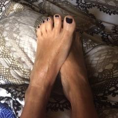 happy, shiny feet