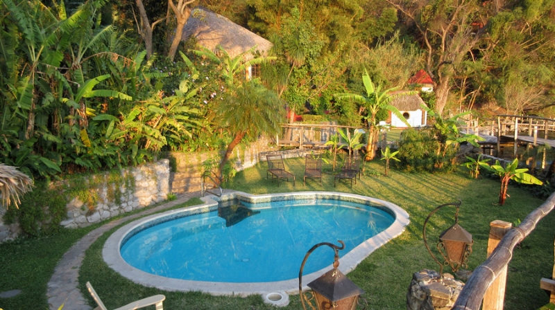 To go with all the Guatemalan sunshine, there's plenty of water: this pool, a hot tub, and of course the gorgeous lake.