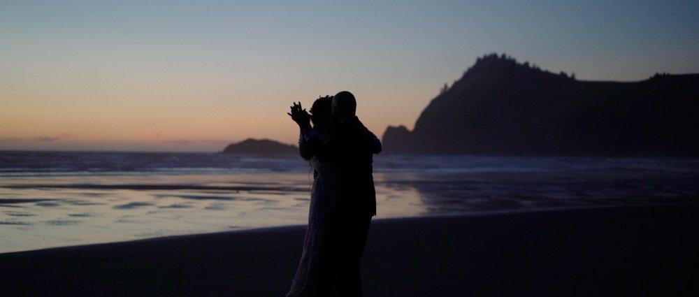 Oregon coast wedding videographer 16.jpg