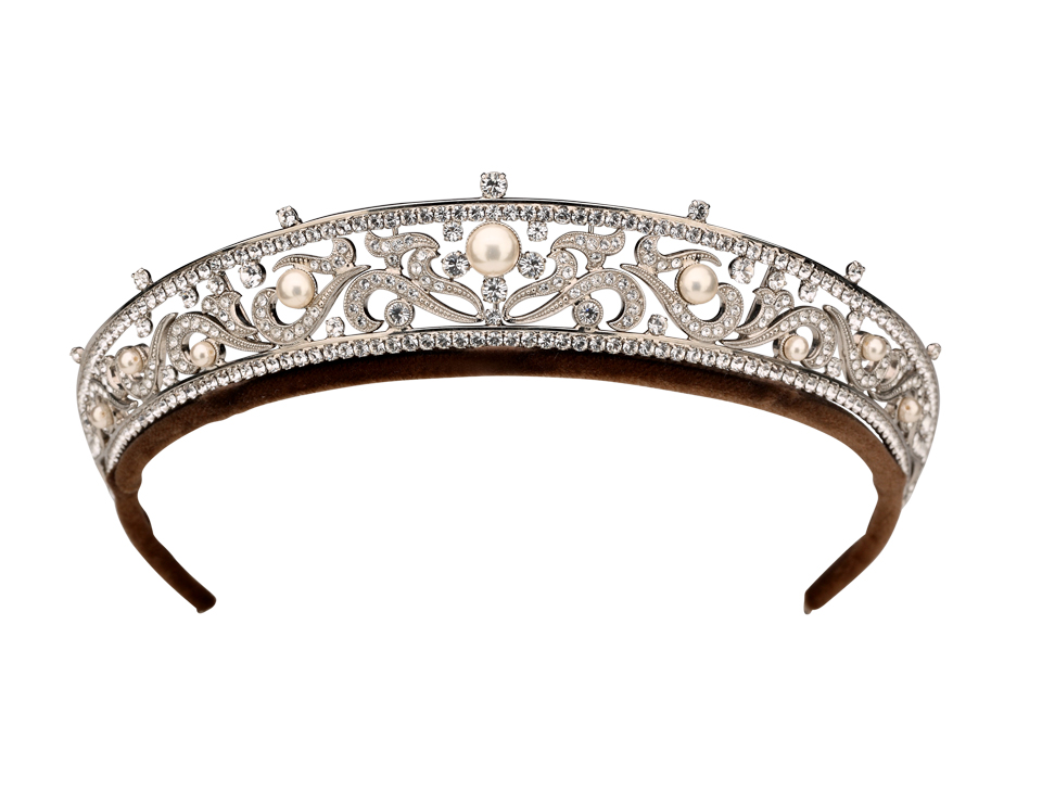Lady Cora Crawley donned this pearl tiara. Prince noted that this piece is in the Russian band style (1910 – 1915), which was popularized by Grand Duchess Vladimir (1854 – 1920). Cartier produced a number of these pieces. Prince added Edwardian elements in the scroll work. Courtesy of Andrew Prince.