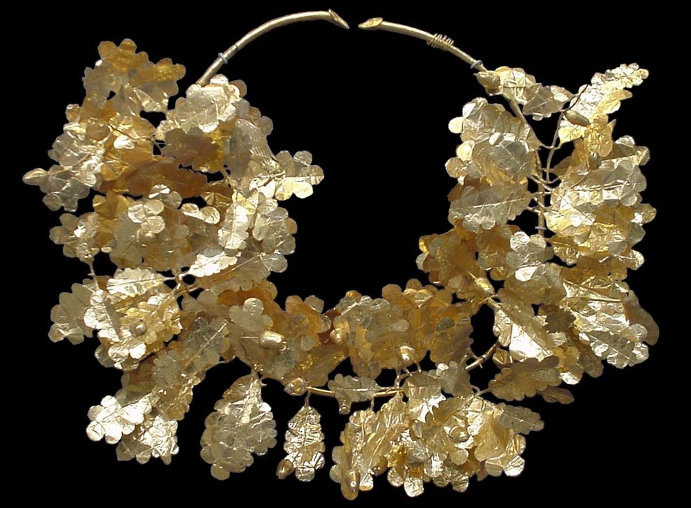 Golden oak wreath  from the Dardanelles  Fourth century BC