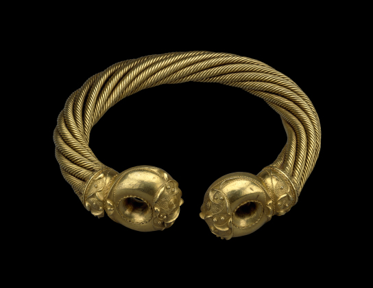 The Snettisham Great Torc. Found in Snettisham, UK. Electrum, 150 BC–50 BC. Diam. 19.9 cm. British Museum 1951,0402.2. (Photo: (c) The Trustees of the British Museum)