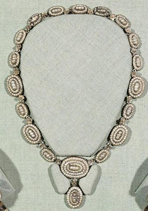 The seed pearl necklace