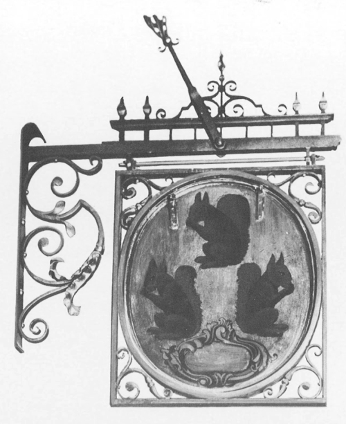 """Рис.10 Вывеска """"Три белки"""", середина 17-го века, фото 1940-х годов"""
