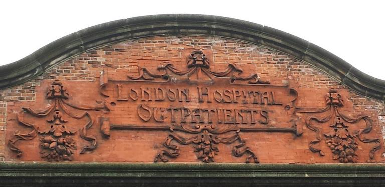 Рис. 1 Королевская лондонская больница, перестроенная и открытая в 1903 году.